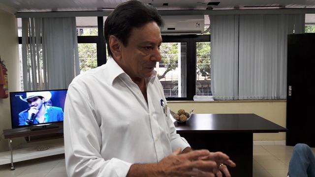 """Papaléo confirma ter """"carta bomba"""", e chama secretários de """"Menudos"""""""
