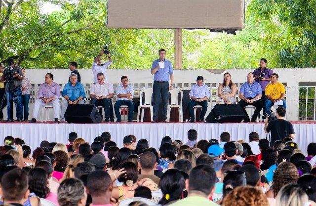 Prefeitura reúne contemplados e informa endereços no São José