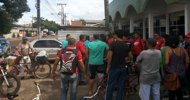 Vigilantes fazem novo protesto cobrando salários atrasados