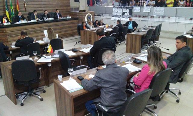 Vereadores aprovam LDO com aumento do piso para professores