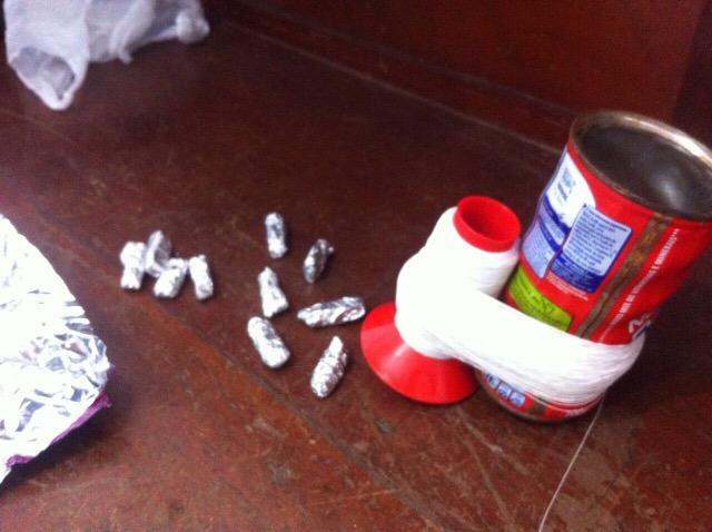 Traficante escondia droga na lata de linha enquanto soltava pipa