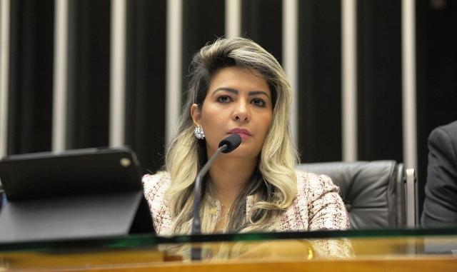 Casa de deputada federal do Amapá é alvo de tiros