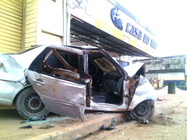 Motorista foge depois de atropelar mãe e filho de 2 anos