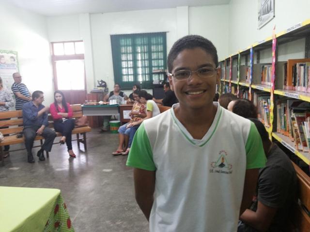 """""""O mais difícil é escrever o que se pensa"""", diz aluno escolhido para receber a Chama Olímpica"""