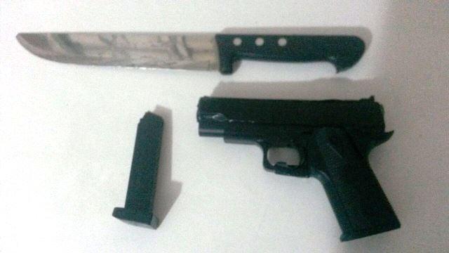 Suspeito de roubos, aluno encontrado com armas disse que era só 'brincadeira'