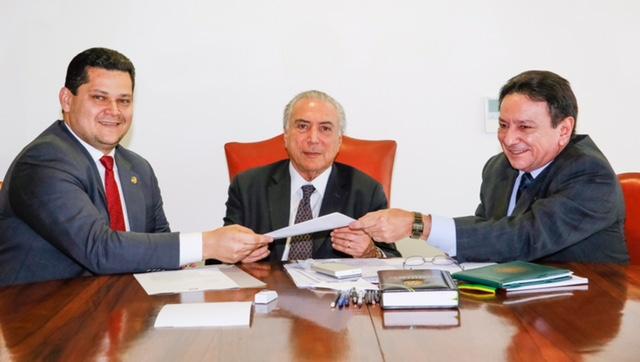 Senador Davi articula com presidente Temer dívida da Petrobras com Amapá