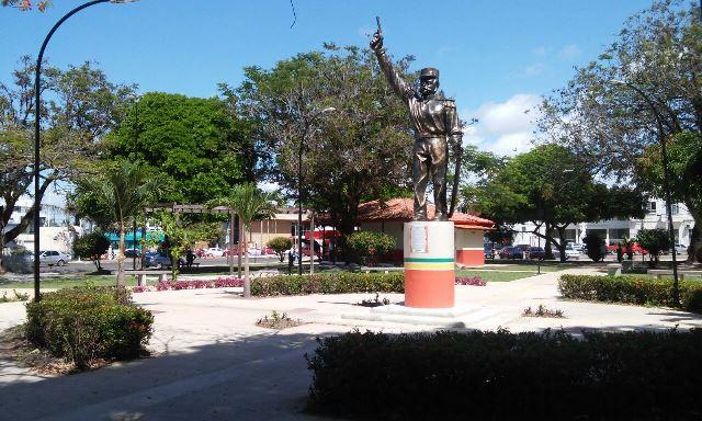 Praça tem comércio de cocaína e até de sementes de maconha