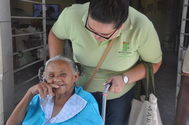 Cuidador de idosos, uma profissão em alta
