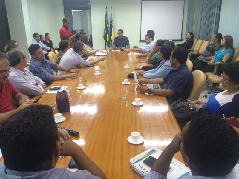 Governo diz que crise compromete antecipação do 13º salário