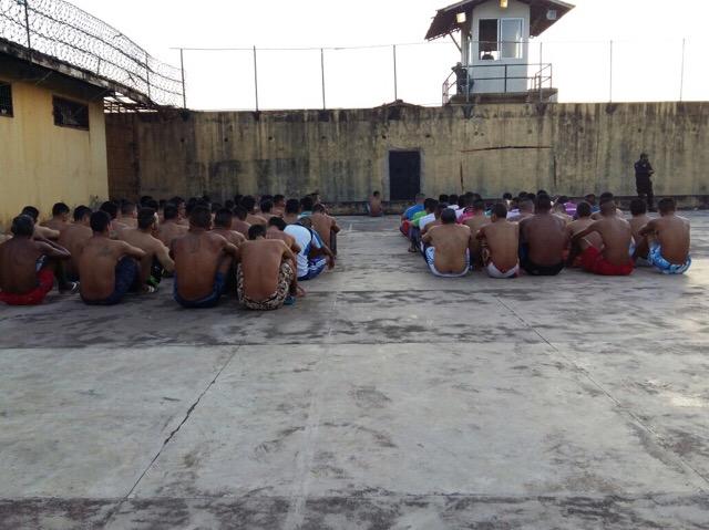 Para conter superlotação, defensores avaliam situação de 3 mil presos