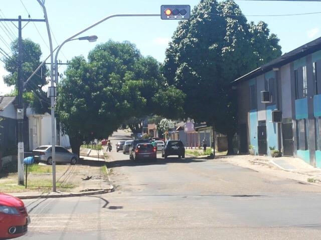 Motoristas dizem que novos semáforos estão mal localizados