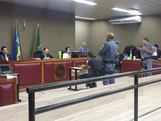 """""""Ele disse para dar apertos e tapas"""", diz ex-mister durante julgamento"""