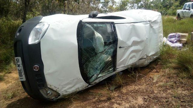 Em capotamento na AP-70, motorista é arremessado para fora do veículo