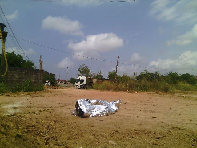 Motorista desce do caminhão e morre eletrocutado