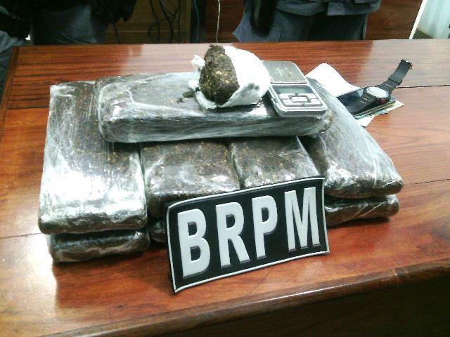 Operação policial apreende 10 quilos de drogas