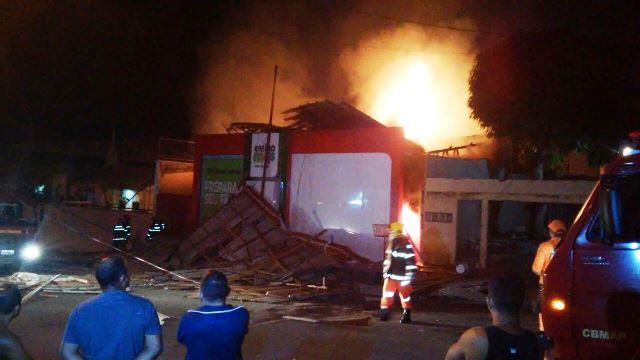 Escola pronta para ser inaugurada é destruída em incêndio