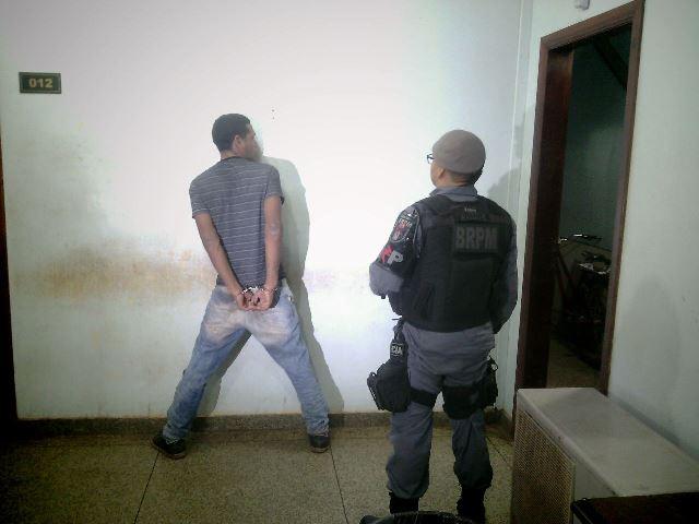 Taxista rendido por criminoso consegue avisar colegas