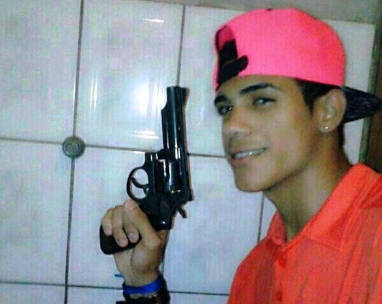 Criminoso que gostava de ostentar armas morre em troca de tiros com a PM