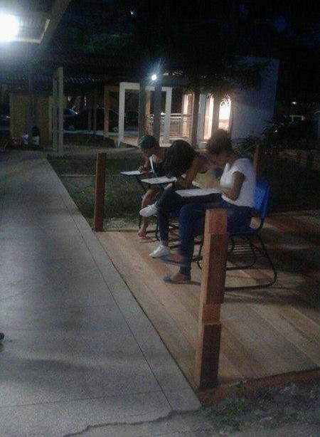 Na Unifap, alunos de curso precisam estudar do lado de fora das salas