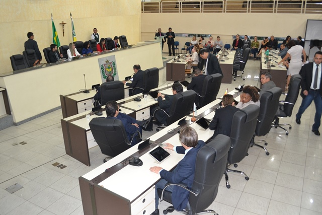 Kaká é destituído e deputados preparam nova eleição