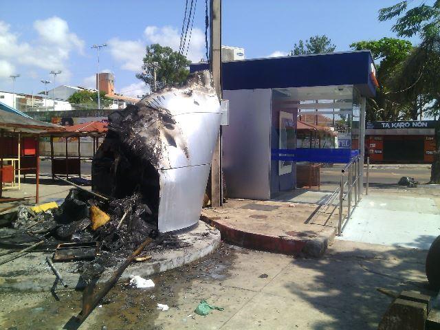 Caixa eletrônico é incendiado na Beira-Rio
