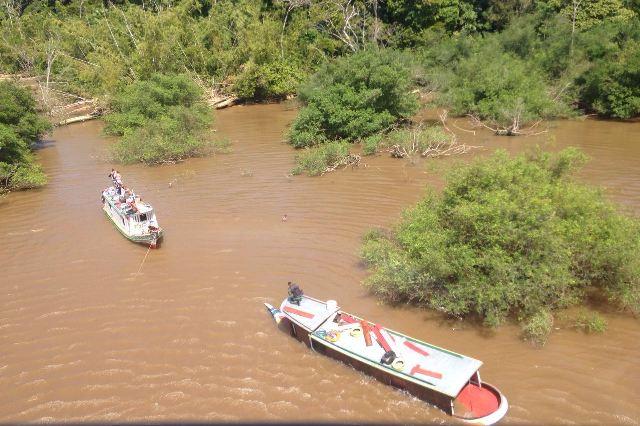 VÍDEO mostra resgate de passageiros após naufrágio