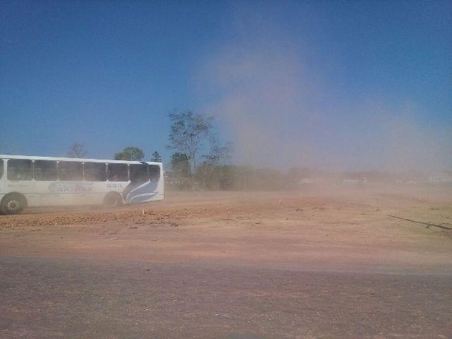 Com paralisação da Duca Serra, poeira invade bairro