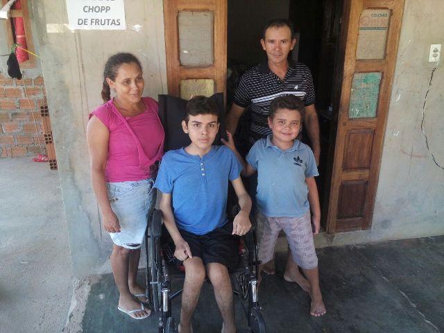 Família busca tratamento para filhos com doença rara