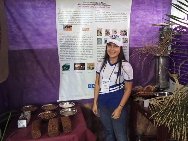 Estudante apresenta receita que transforma caroço de açaí em 'carvão'