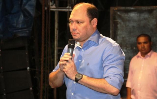 Robson nega que priorizou fornecedores no fim da gestão