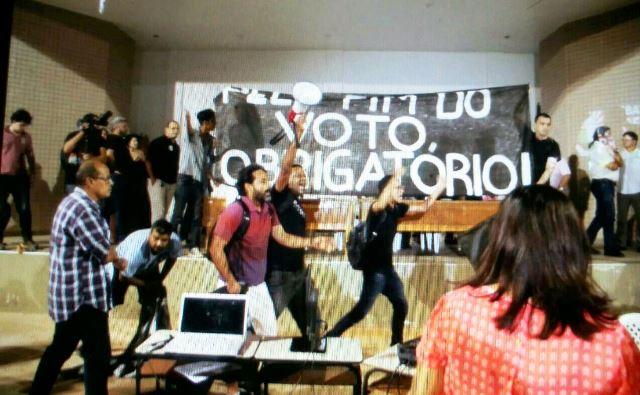 Não representam os estudantes, diz Unifap sobre tumulto