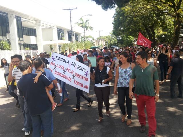 Alunos e professores de escolas furtadas suspendem aulas