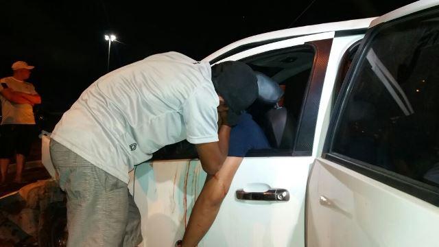 3 ficam presos no carro após nova colisão
