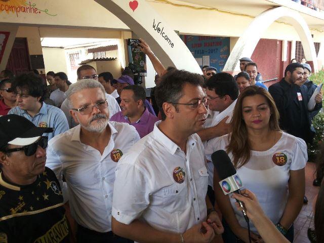 """Clécio ao votar: """"a gratidão define nossa campanha"""""""