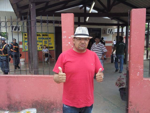"""""""Fizemos a campanha mais honesta"""", diz Genival ao votar"""