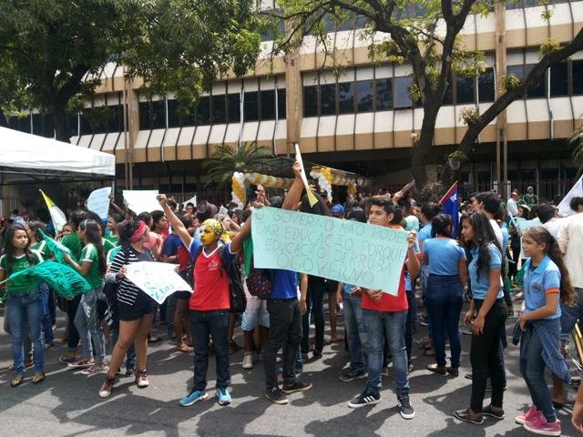 Estudantes exigem reunião com governo sobre segurança