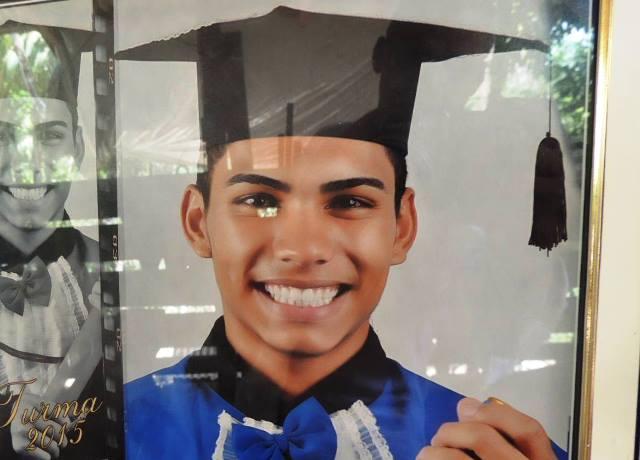 Estudante que morreu em delegacia era inocente, afirma polícia