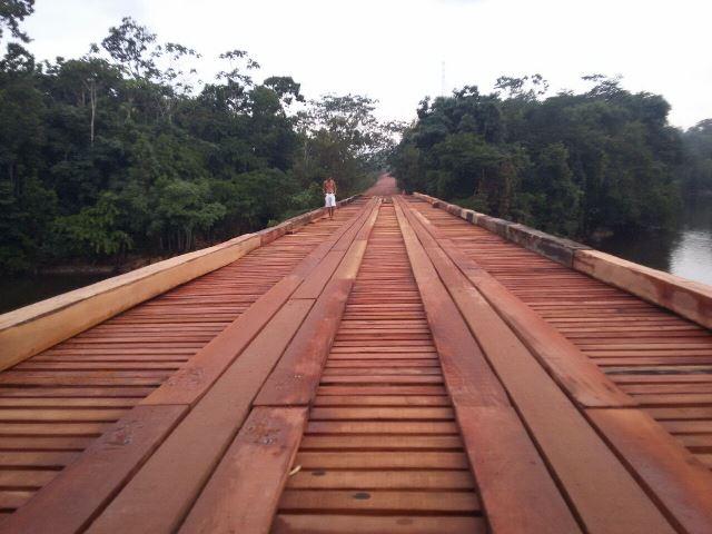 Veículos de grande porte estão proibidos de passar em ponte na BR-210, alerta PRF