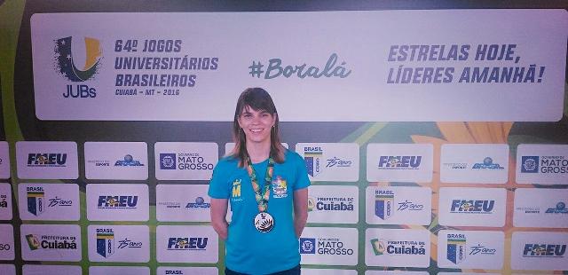 """""""É mais um sonho realizado"""", diz atleta medalhista em competição universitária"""