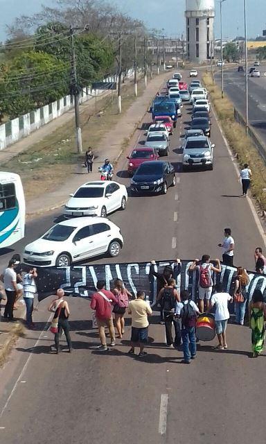 Protesto contra PEC bloqueia rodovia