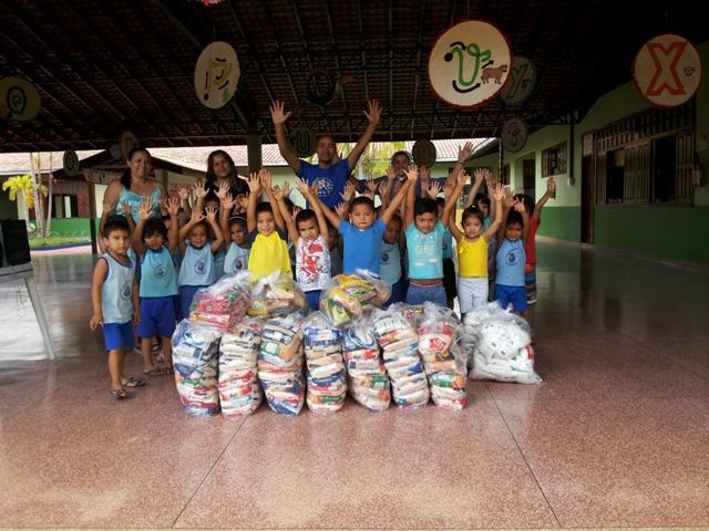 Creche recebe meia tonelada de alimentos doados na Corrida Contra o Câncer