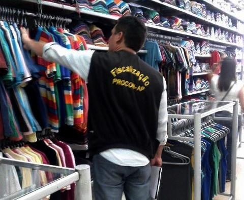 """Lojas são autuadas por falsa """"Black Friday"""""""