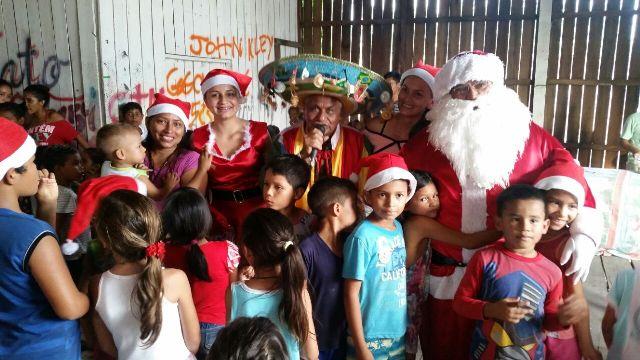 Ação com doações de brinquedos anima comunidade do Ambrósio