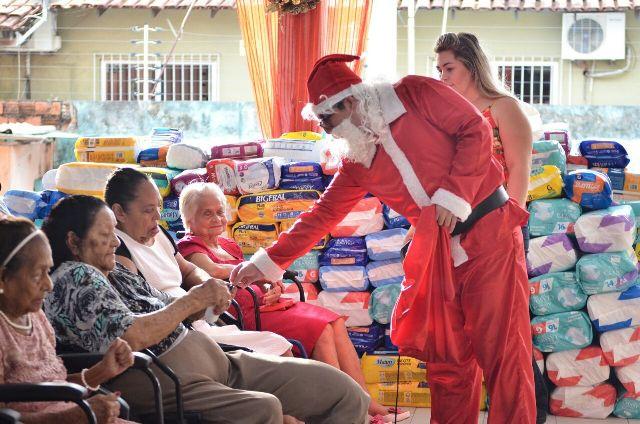 Projeto Carta do Bem leva presentes para idosos do Abrigo São José