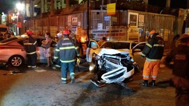 """Distração causa acidente, e motorista recusa """"bafômetro"""""""