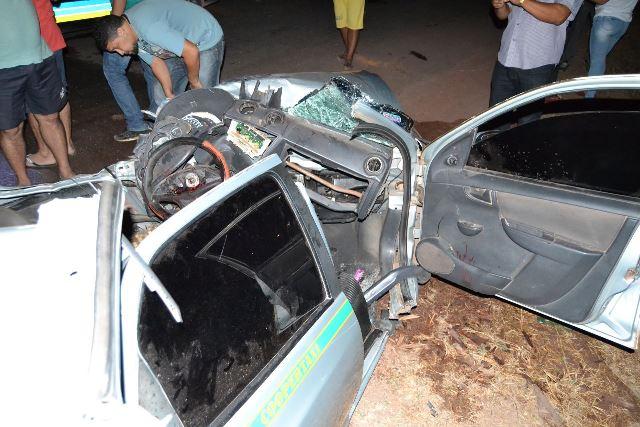 Carro destruído em colisão carregava drogas