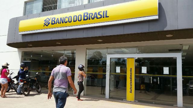 Na madrugada, bandidos invadem o Banco do Brasil