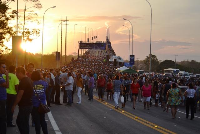 """Multidão, Marabaixo e """"Guerreiros de São Tiago"""" marcam inauguração"""