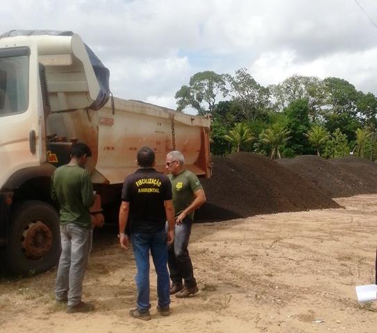Justiça suspende transporte de manganês
