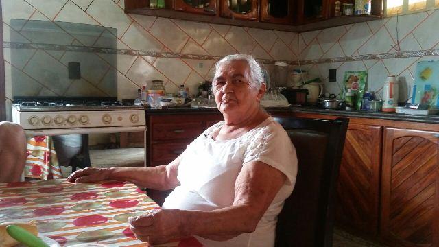 Aos 79 anos, dona de casa já diplomou 4 filhos na política